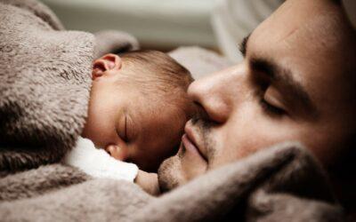Futurs papas en 2021 : allongement du congés paternité, adoption et naissance