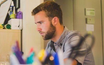 Quelle aide à l'emploi pour les jeunes de moins de 26 ans ?